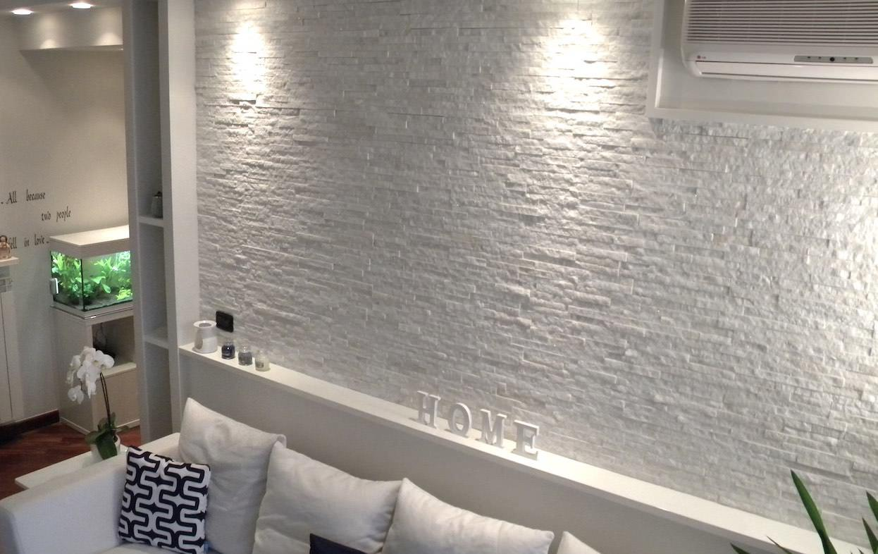 Rivestimento in pietra naturale quarzite bianca listelli spaccatelli prezzi offerte pietrarredo milano costo