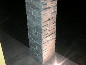 Pilastro-rivestito-pietra-colonna-casa-prezzo-quarzite-grigia-scozzese-corners-grey-panel