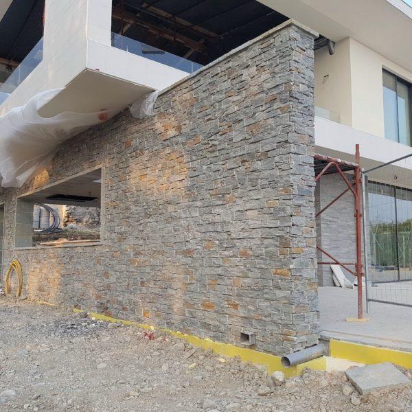 muro-bello-pietra-rivestimento-quarzite-luserna-prezzo-facciata-pietrarredo-milano
