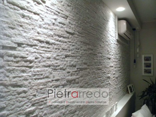 parete-soggiorno-rivestita-in-pietra-naturale-bianca-quarzite-prezzo-offerta-listelli-spaccatelli