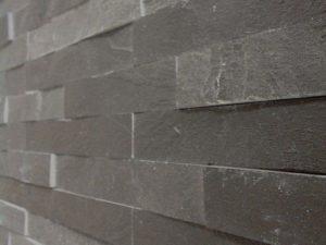 rivestimento-pietra-pietrarredo-ardesia-nera-lavagna-spacco-cava-prezzo-muri-pareti
