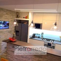 rivestire-parete-cucina-soggiorno-con-rivestimento-scaglia-listelli-quarzite-mista-slim-geopietra-prezzo-costo