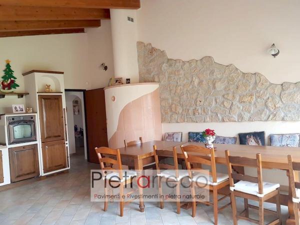 parete taverna rustica cascina rivestiento pietra naturale vera borgo toscano beige elegante prezzo pietrarredo