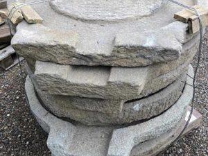 vecchia macina frantoio uva grano olio in granito pietra antica vecchia antichità pietrarredo stone garden milano