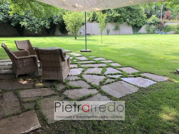 pavimento in pietra in mezzo al prato con sassi giaganti latre grezze luserna beola pietrarredo milano figa con prato prezzo costo
