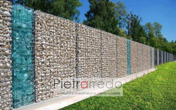 muro di conta con gabbioni di rete mare riempiti di sasso pietra vetro decorativo turchese prezzo costi pietrarredo milano offerta