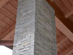 rivestimento pilastro in pietra naturale luserna blocchetti muro incollati poco spessore prezzo costi pietrarredo