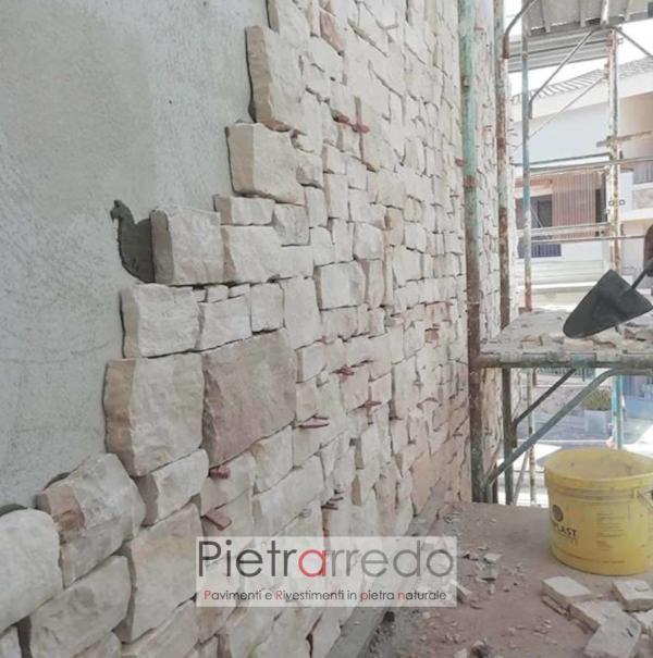 parete in sasso roccia chiara bianca a spacco naturale blocco da incollare pietrarredo milano