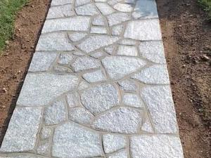 viale ingresso villa pavimento pietra palladiana osaico luserna grigio blu prezzo costo pietrarredo marciapiede esterno giardino