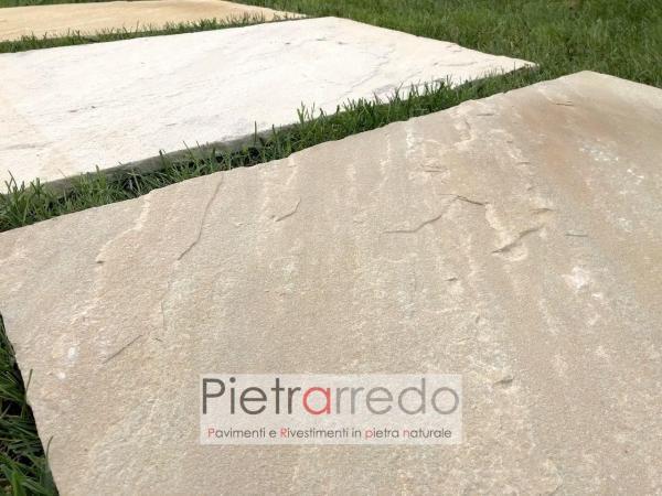 passaggi nel prato con lastre in pietra arenaria chiara gialla offerta e prezzi pietrarredo milano