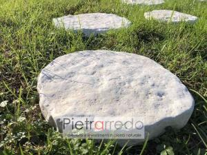 passi giapponesi in pietra naturale arrotondati bianchi sasso passaggio prato parabiago
