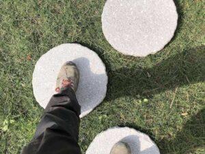 Passi giapponesi in granito per camminamento giardini aiuole prati pietrarredo milano steps oval