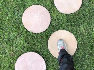 cerchi in arenaria modak rotondi per passi giapponesi praticamminamenti pietrarredo milano