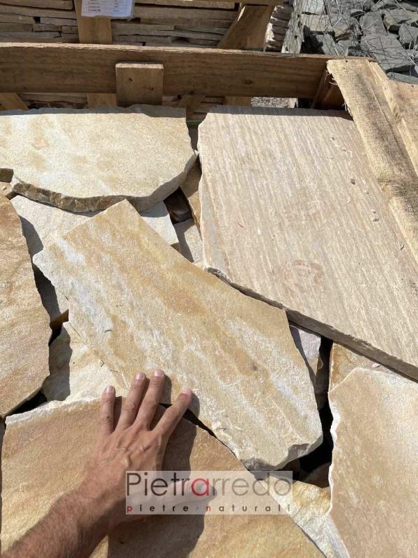 prezzo mattonelle per pavimentazione esterna in mosaico quarzite brasiliana gialla offerta prezzi pietrarredo flagstone milano